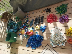 The colours of marine debris